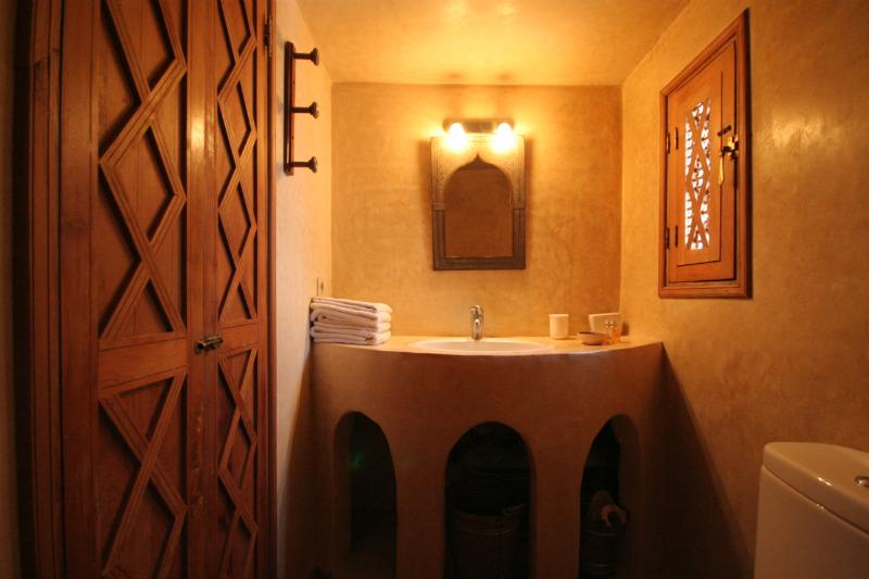 Redouane Room Bathroom
