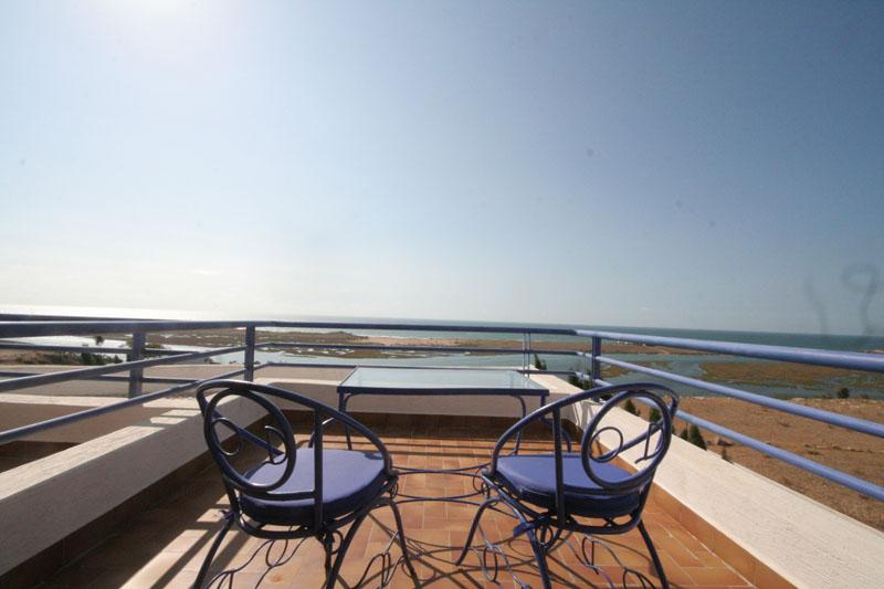 Balcon avec des vues sur la mer