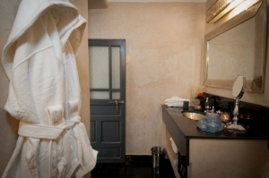 Paris room ensuite