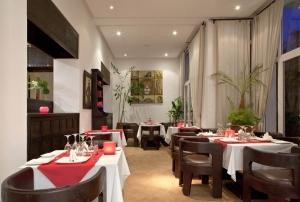 Restaurant Evening