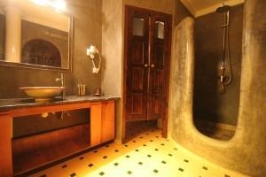 Keshi Room Bathroom