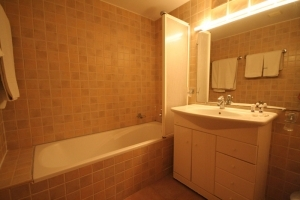 Large Double Room Bathroom