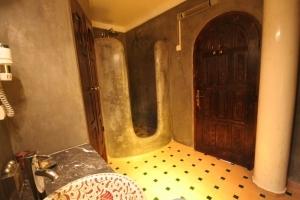 Melo Room Bathroom