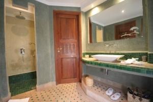 R'batia Suite Bathroom