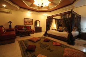 Lalla Naima Suite