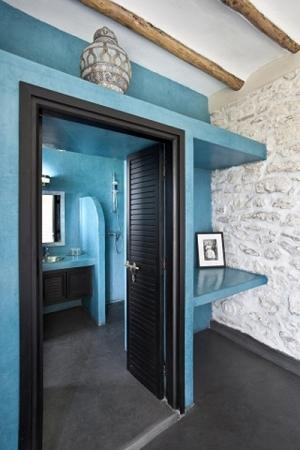 Turquoise Suite Bathroom