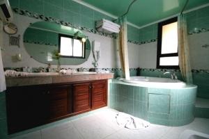 Lalla Naima Bathroom