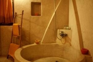 Sahara Suite Bathroom