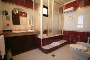 Laila Bathroom